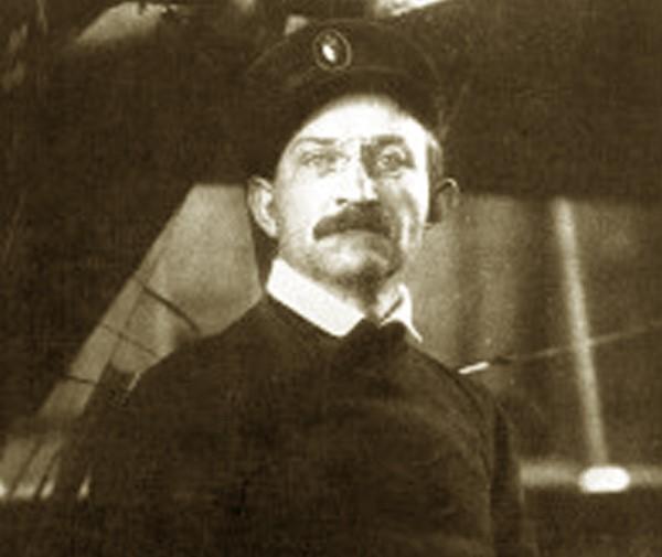 August Euler erwirbt als erster Deutscher das Internationale Flugzeugführer-Patent.