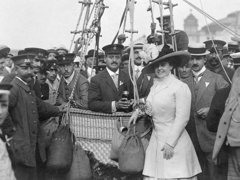 """1909 findet in Frankfurt/Main die erste Internationale """"Luftschifffahrtausstellung"""" statt"""